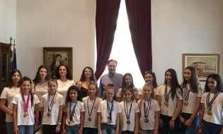 Αθλήτριες της Ρυθμικής Γυμναστικής του Α.Ο. Αλέξανδρος στο Δήμαρχο Βέροιας